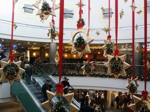 mall-in-budapest-2-1441993-300x225